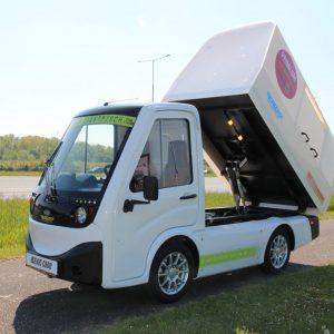 electrische auto met veegvuilkieper